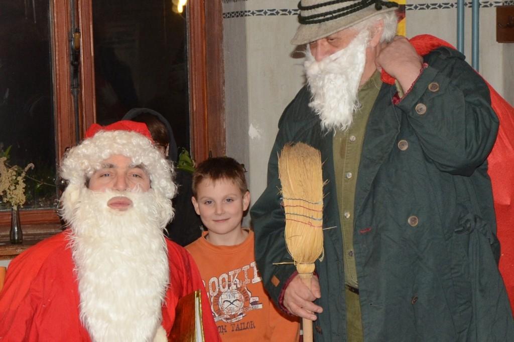 Roter Mantel, weißer Bart. Der Nikolaus hat an alle gedacht.