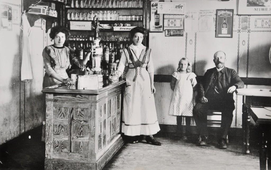 1920 | Gasthof und Pension Ramseger Peter Ramseger, Martha Ramseger, Emilie Marenbach geb. Ramseger, Ema Boschen geb. Ramseger Archiv: Rotes Haus