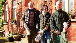 Februar 2018 | Beitrag für den Insektenschutz Die Initiatoren der Salwedeidenaktion in Seelbach Foto: Yvette Schäck
